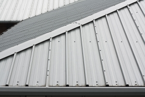 metal roofs vs ashphalt shingles which is better